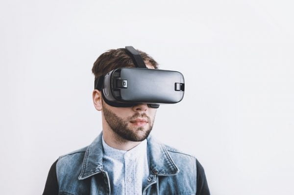 5 Best VR Headsets for VRChat in 2021